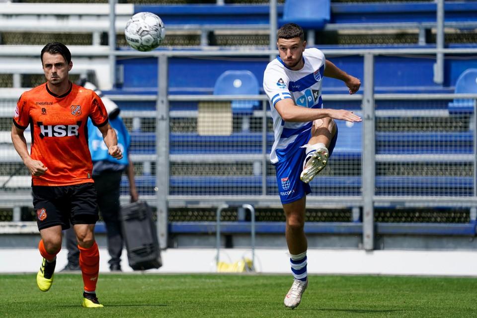 Als opstomende linksback met verfijnde traptechniek wil Mees de Wit zich dit seizoen profileren met PEC Zwolle in de eredivisie.