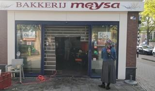Een ravage is over van bakkerij Meysa in Hoorn, na de grote brand: 'Het is verschrikkelijk voor ze' [video]