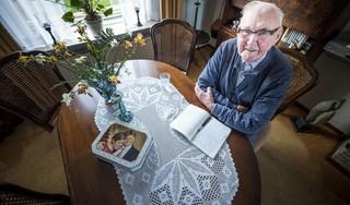 Henk Koning (93) leest nog elke week zijn limericks voor in het bejaardenhuis: 'Dat vinden die ouwe mensen prachtig'