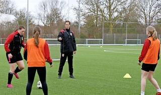 Zowel Schagen United als FC Den Helder werd dit afgebroken seizoen weer door een hoofdmacht bij de vrouwen vertegenwoordigd. De achtergronden zijn verschillend, de ambities komen overeen