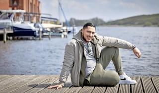 Mocro Maffia-acteur Mamoun speelt hoofdrol in nieuwe serie Thuisfront: 'De nieuwe generatie filmmakers denkt niet in stereotypes'