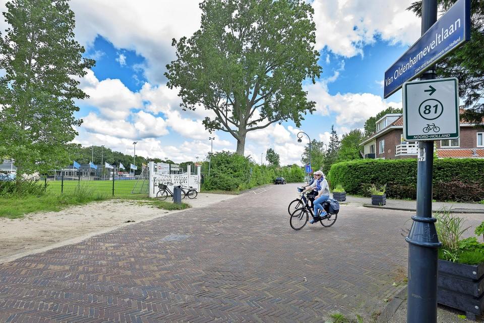 De ingang van Koninklijke HFC aan de Van Oldenbarneveltlaan.
