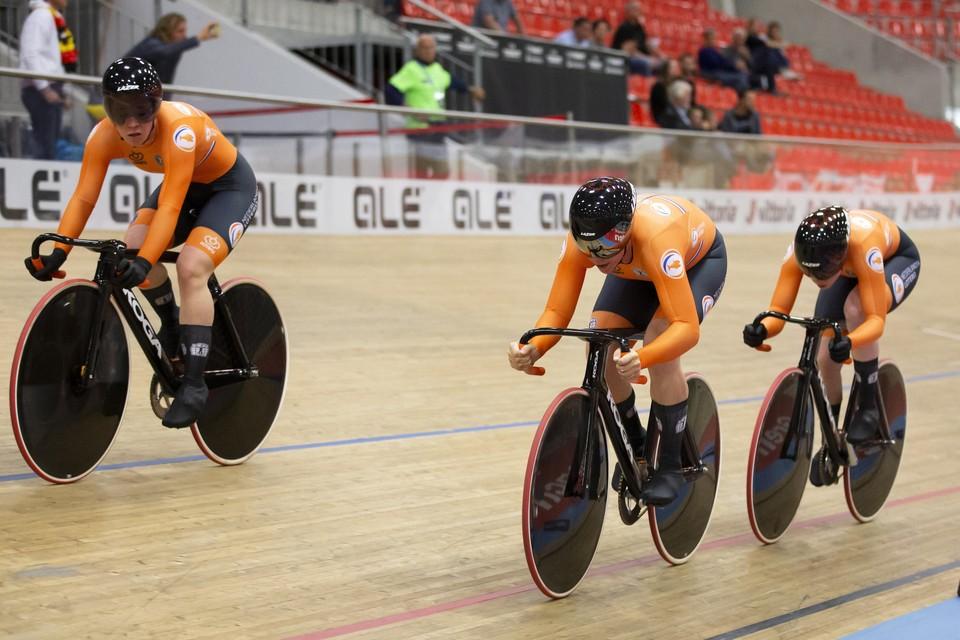 De vrouwen Kyra Lamberink, Shanne Braspennincx en Hetty van der Wouw tijdens het EK, waar ze vorige week de Europese titel veroverden in een wereldrecord.