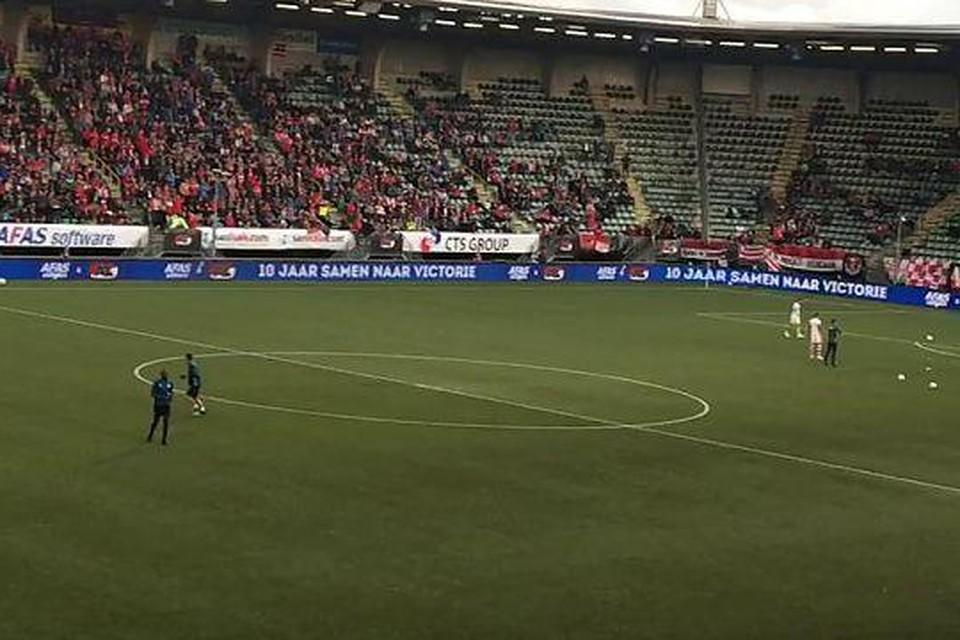 AZ-fans in het stadion van ADO.