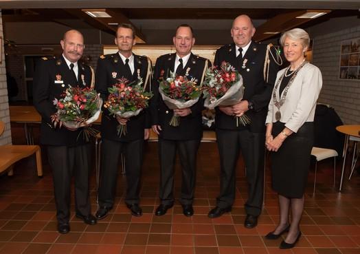 Brandweerlieden van Post Edam koninklijk onderscheiden