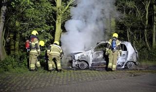 Geparkeerde auto verwoest door brand in Castricum