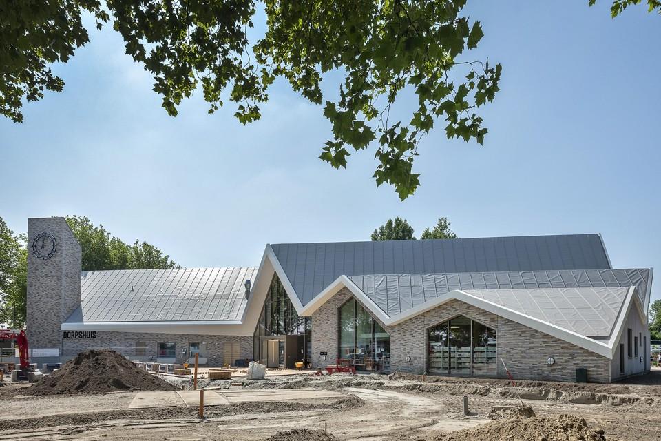 Het nieuwe dorpshuis van Zwanenburg, waar een sporthal aangebouwd is.