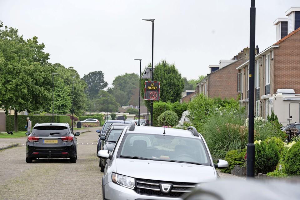 Een snelheidsmeter met smiley staat sinds kort in de Jacob Matijsen Osterlinghstraat.