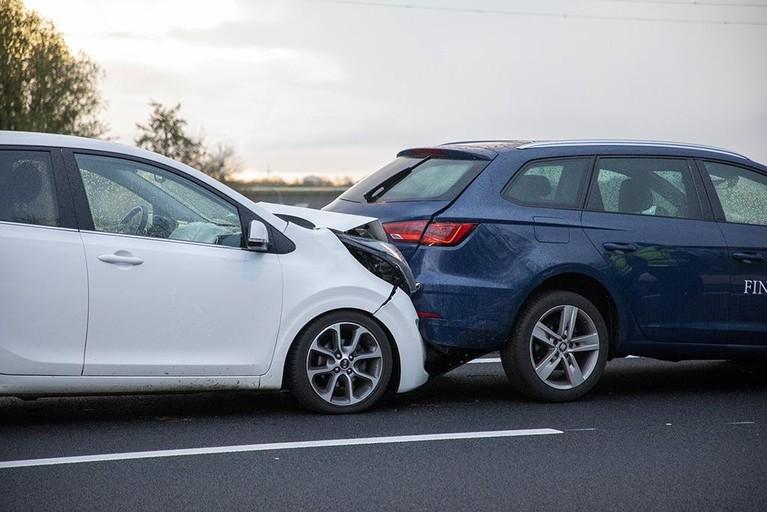 Veel oponthoud door ongeval met acht voertuigen op A9 bij Spaarndam [update]