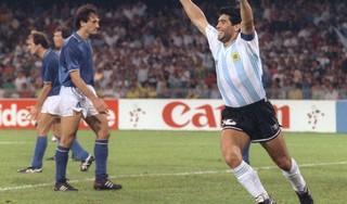 Columnist Henk Spaan geeft Diego Maradona een 10: 'Diego bepaalde wanneer er werd getraind. Omdat hij elke avond ging stappen in Rome, werd het aanvangsuur van de training wel eens uitgesteld'