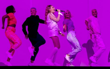 Column In 60 seconden: Songfestival, zwoele blikken van overduidelijke gladjakkers en zo