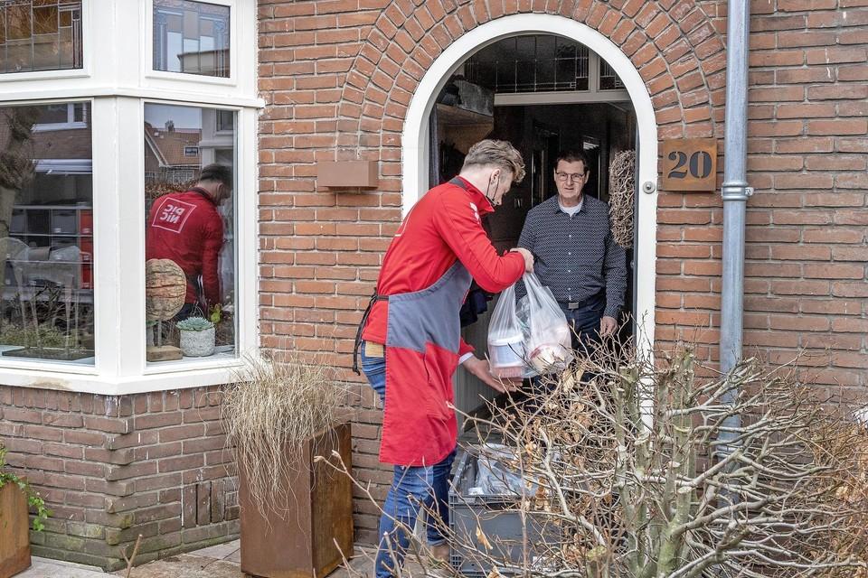 Een luxe noemt Bob Groenendijk het aan huis laten bezorgen van de boodschappen.