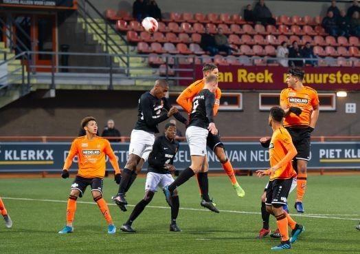 Trainersduo Berry Smit en Johan Plat merkt dat Jong Volendam nog veel moeten leren in tweede divisie [video]