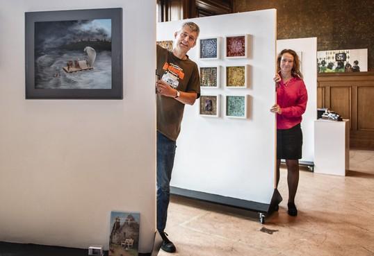 Kunstenaars exposeren eigen werk in Raadhuis voor de Kunst in Oud-Velsen