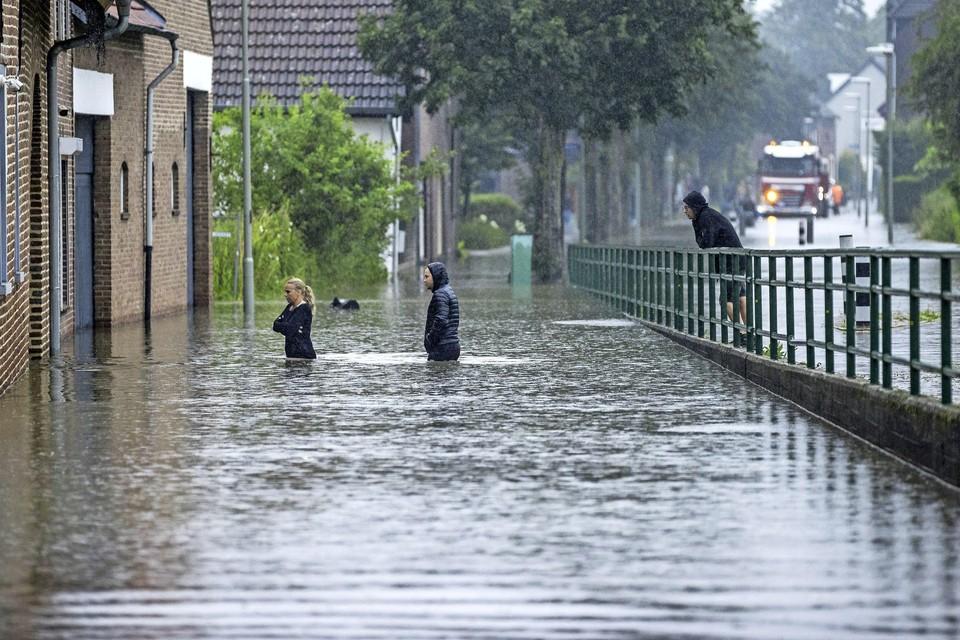 Veel plaatsen in Zuid-Limburg hebben te kampen met wateroverlast.