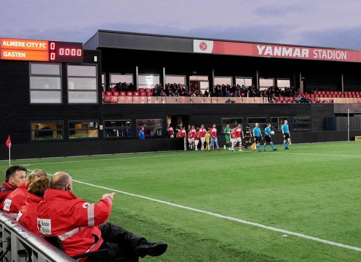Het Retteketet klinkt nu in Almere omdat Jong AZ daar noodgedwongen moet spelen - maar verder is alles nog gewoon Almere City