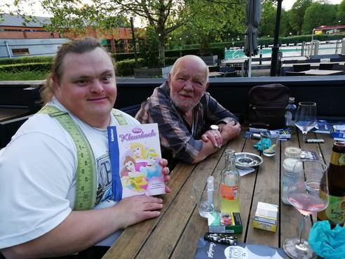 Ruud Theuns uit Den Helder wordt veertig en kan het niet vieren. Daar snapt hij helemaal niets van. Is toch zeker zijn feest? Daar hoort toch visite bij?