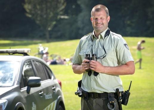 Noord-Hollandse boswachters moeten na tien jaar wapenstok en pepperspray inleveren, crimineel heeft vrij spel in natuurgebieden