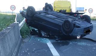 Ernstig ongeluk op de A8, omdat drie eenden de snelweg oversteken