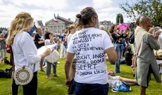 Stilteprotest viruswaanzin kan niet lang genoeg duren: Paniekzaaien rond corona is pas waanzin | Commentaar