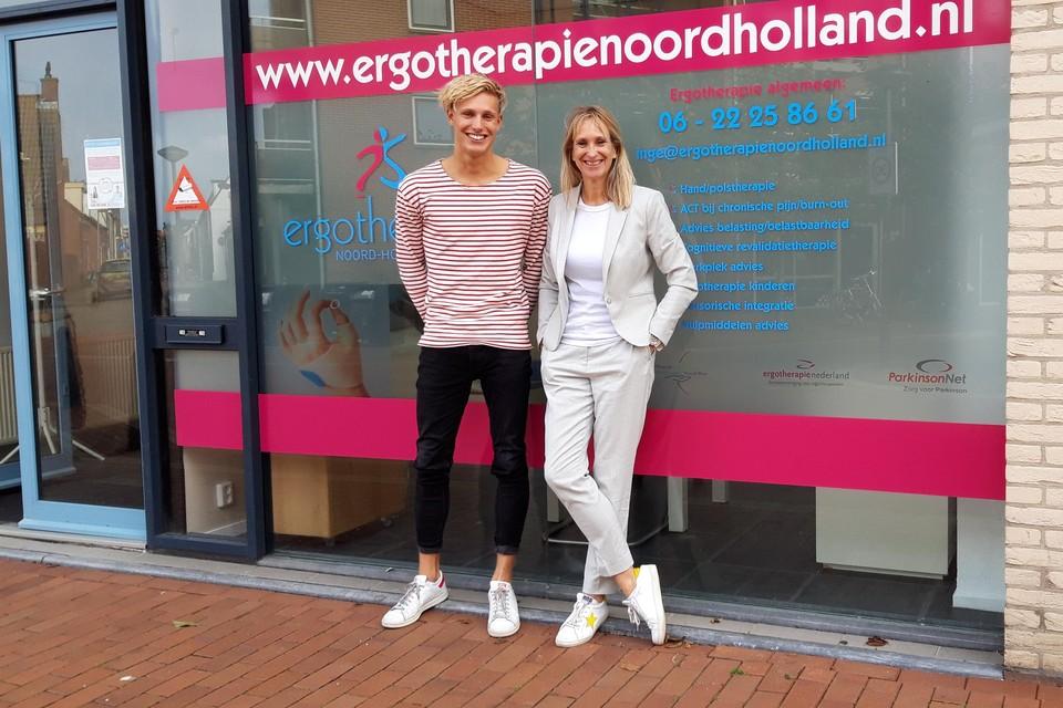 Moeder Inge Hemkes en zoon Roan van Straaten.
