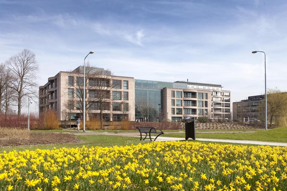 Genoeg mooie gebouwen in een groene omgeving op Schiphol-Rijk maar als de kantoren dicht zijn gebeurt er niets meer.