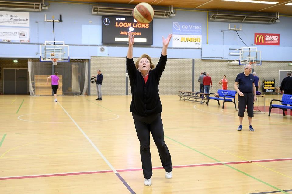 Aukje Metz wil meer bewegen en koos voor Walking Basketball.