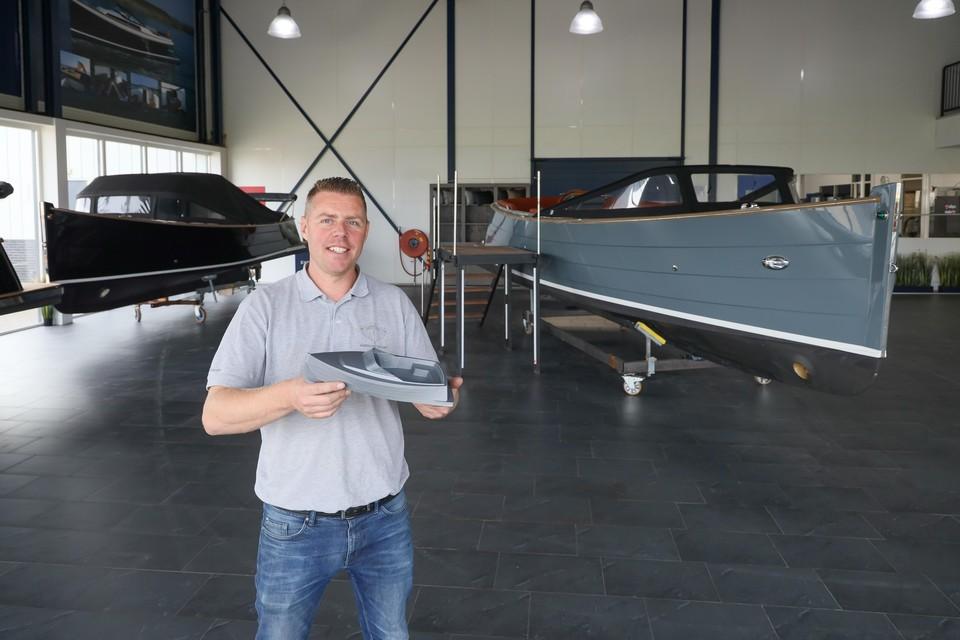 Vincent Stoop in de nieuwe showroom van Enkhuizensloep.