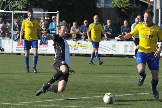 Doelman scoort met verre uittrap derde doelpunt van LSVV