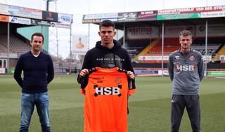 FC Volendam huurt jonge rechtsback Denso Kasius van FC Utrecht. 'Fysiek sterk, snel en goede voorzet'