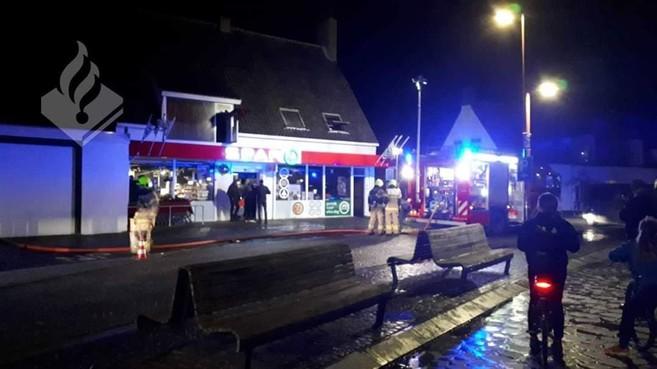 'Het duurde te lang voordat regionale brandweer er was' bij brand boven supermarkt in Petten