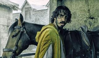 Dev Patel over film The green knight: 'Ik blééf mijn manager maar bellen: heeft hij al een hoofdrolspeler?'