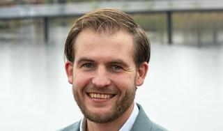 VVD-raadslid Falco Hoekstra komt met actieplan voor inburgering. 'Het is heel belangrijk dat de mensen die mogen blijven vanaf dag één aan het werk gaan'