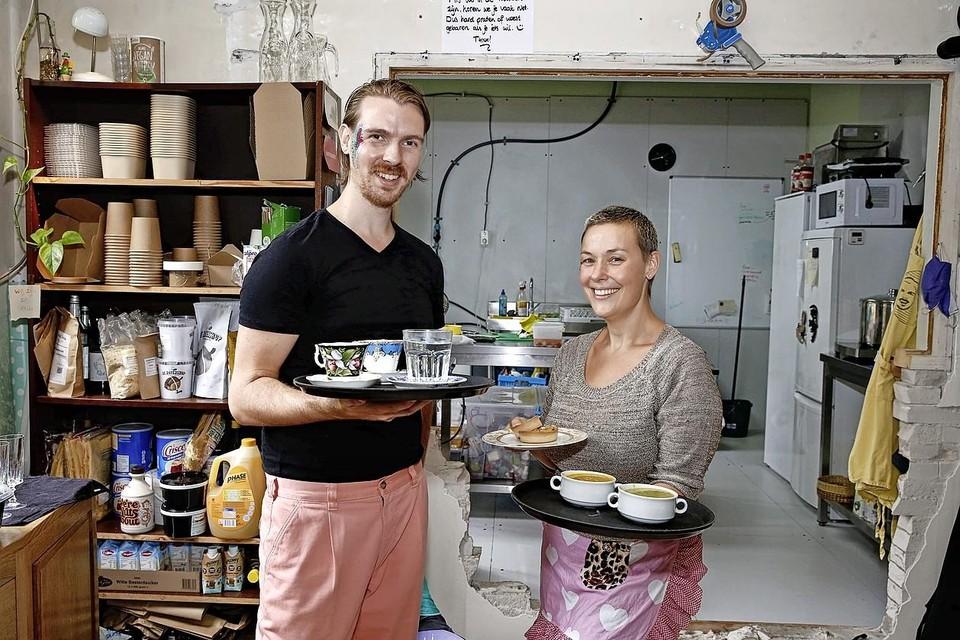 Tobias Gorter en Nienke Ross organiseerden zondagmiddag een 'Queer Brunch'.