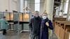 Dikke jas aan en snel stemmen onder het orgel van de Westerkerk in Enkhuizen: 'Hier werd het woord verkondigd!'