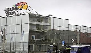 Beroofde geldloper gaf sealbag met 80.000 euro af; in de rechtbank ontkennen de verdachten van casino-overvallen hardnekkig