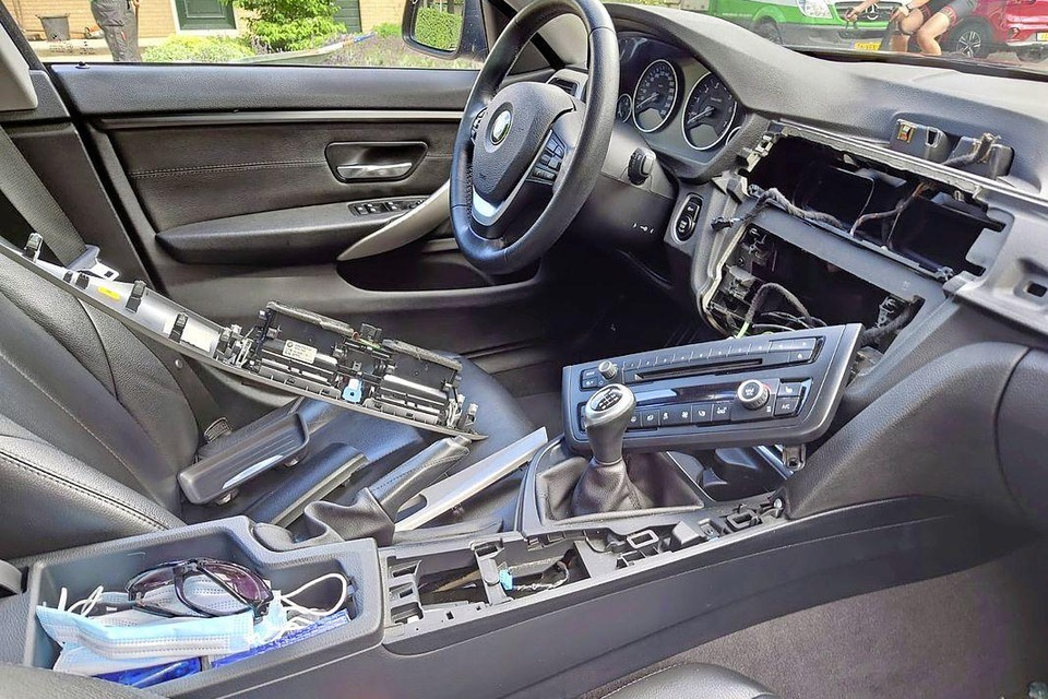 De BMW van Priscilla werd ingetikt om bij het navigatiesysteem te kunnen.