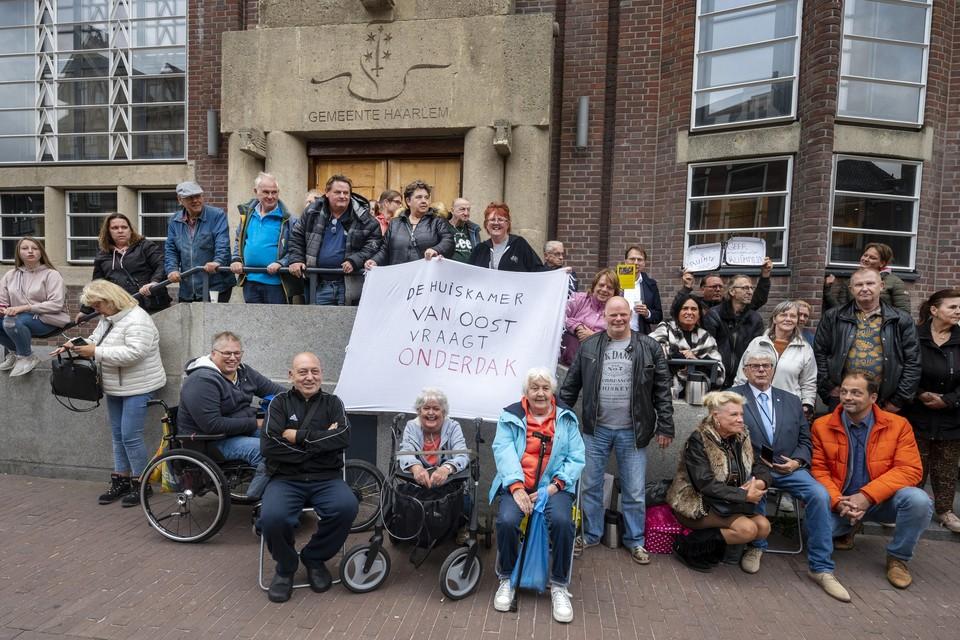 Dick Klootwijk en de Huiskamer van Oost vragen een nieuw onderkomen om dagelijkse activiteiten voor ouderen en andere kwetsbare groepen te houden.