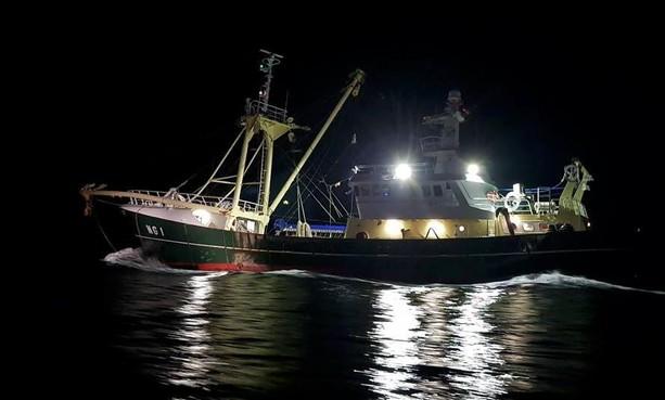 KNRM IJmuiden ingezet na botsing kotter en containerschip