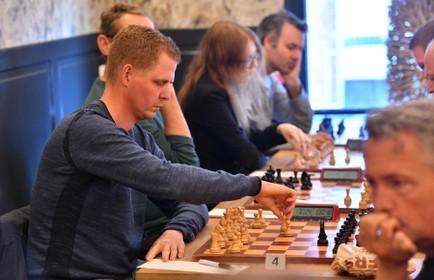 Danny de Ruiter, boegbeeld van Alkmaarse schaakclub Waagtoren, kiest voor Amsterdams vriendenteam: 'Ikzie ik mij over een aantal jaren wel weer voor de club uitkomen'