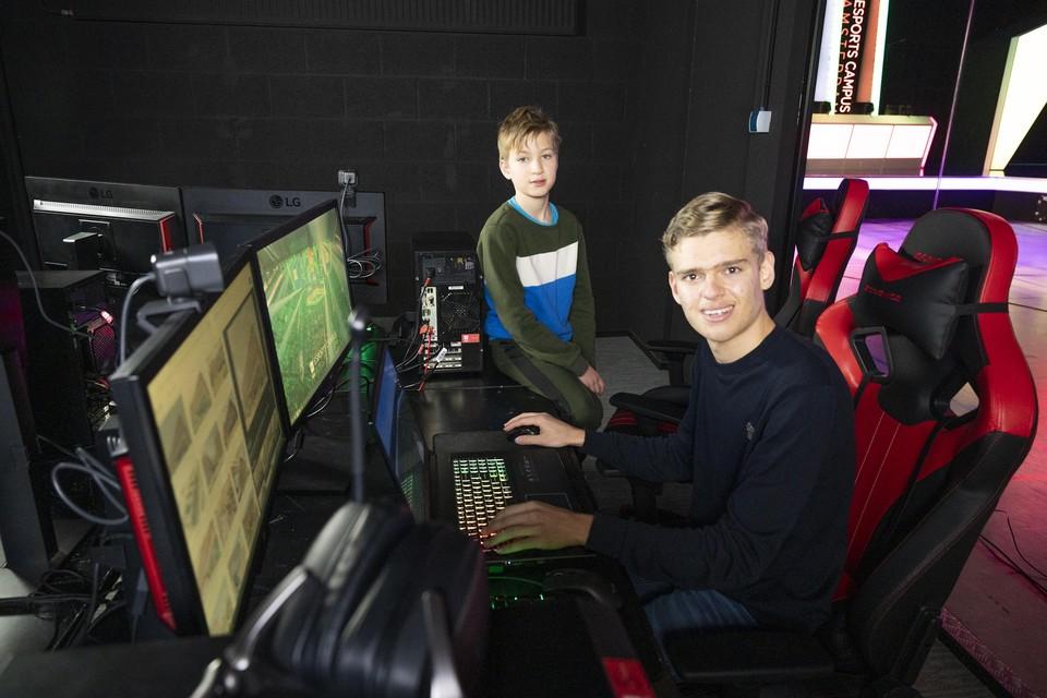 Floris Larmit (links) en Thomas Bosch (rechts) tijdens de challenge.