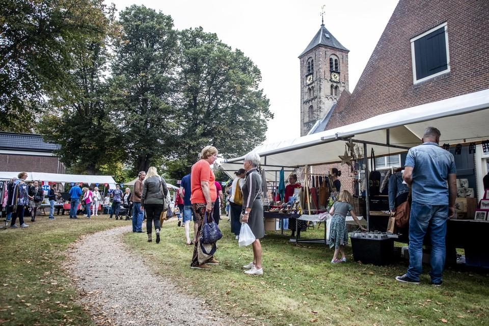 Een soberder opzet van de jaarmarkt Oud-Velsen dit jaar.