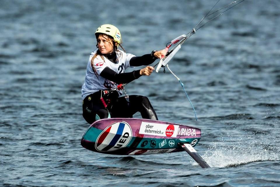 Mariska Wildenberg op haar kitefoil tijdens het EK mixed team relay vorig jaar in Oostenrijk.