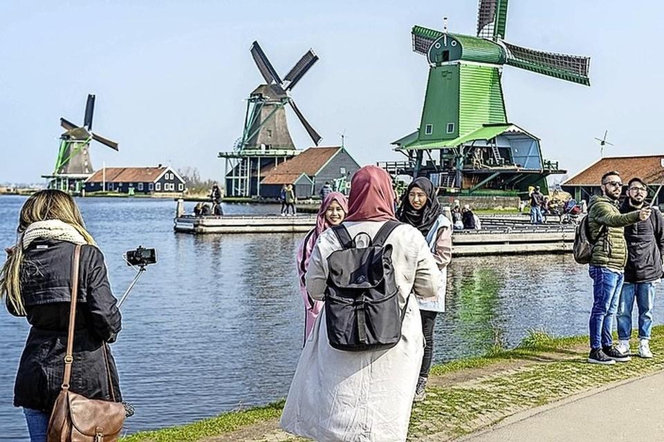 Het huidige bestuur van Stichting de Zaanse Schans is van plan om op te stappen.