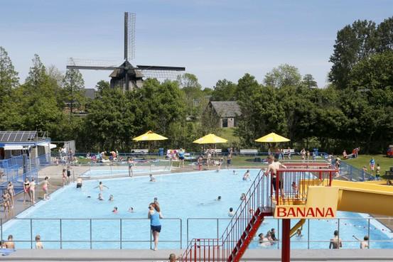 Plonzen en voetballen zonder ouders: Zwembad Waarland worstelt met toezicht houden
