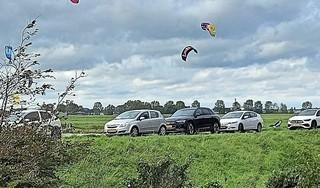 Boetes voor foutparkeerders Zuiderdijk in Schellinkhout