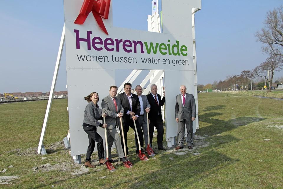 In 2013 startte de promotie voor de nieuwe woonwijk Heerenweide. Met vlnr. toenmalig wethouder Elly Deutekom, wethouder Ruud Heijtink, Frank Nannings (USP), Jasper Karel (Klok Ontwikkeling bv), burgemeester Gert Jan Nijpels en wethouder Hendrik Stoker.