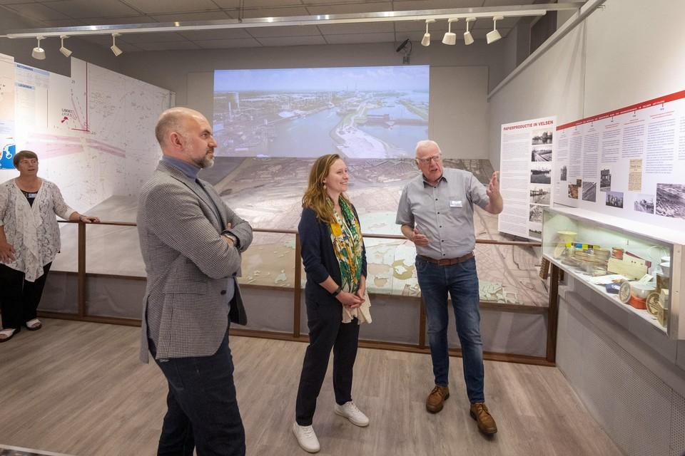 Gedeputeerde Zita Pels en wethouder Jeroen Verwoort op bezoek in het Zee- en Havenmuseum.