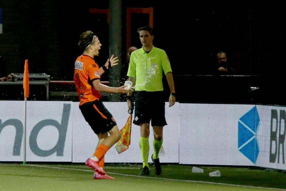Denso Kasius mag zich heel even held voelen na zijn fraaie treffer tegen Roda.