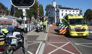 Fietsster ernstig gewond bij valpartij op Wilhelminabrug